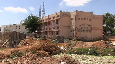 Schone Kleren Campagne en Landelijke India Werkgroep onderzochten de omstandigheden in 10 fabrieken in Zuid-India waar gewerkt wordt voor Nederlandse kledingmerken.Deze fabriek komt niet voor in het onderzoek. Beeld: No Dust Films.