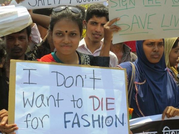 Demonstratie in Bangladesh een jaar na de ramp