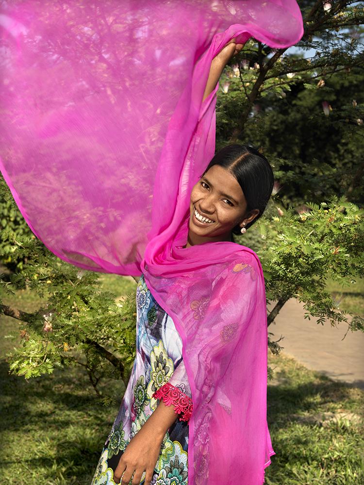 Portretserie over vrouwen die in de kledingindustrie werkzaam zijn.Bangladesh (Dhaka) en Cambodja (Phnom Penh).gemaakt in December 2013.