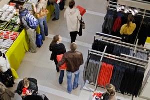 Wil je ook schone kleren in plaats van foute fashion? Kijk hier naar onze tips over wat je kunt kopen en hoe je kledingarbeiders kunt steunen.