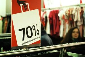 Zijn 'schone kleren' duurder?