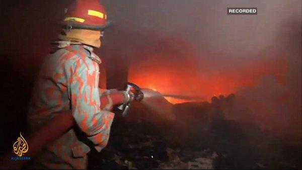 Bengaalse kledingfabriek gaat in vlammen op