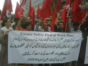 Meer dan 300 doden na brand fabriek Pakistan