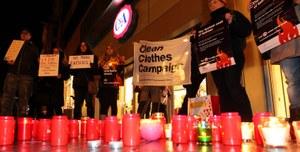 Drie merken om tafel voor bespreking Tazreen compensatie