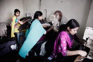 Schone Kleren Campagne hangt vuile was kledingindustrie buiten