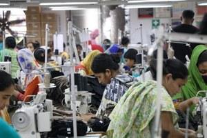 Vijf jaar na de Rana Plaza ramp: is de situatie voor kledingarbeidsters nu beter?