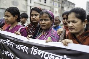 Demonstreren voor betere arbeidsomstandigheden in de kledingindustrie van Bangladesh!