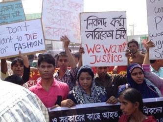 Schone Kleren Campagne en vakbond FNV gaan dinsdag 29 januari rond de middag met borden en spandoeken demonstreren bij de ambassade van Bangladesh in Den Haag. Activisten, vakbonden en consumenten wereldwijd roepen op tot een leefbaar loon, veilige fabrieken en een einde aan de repressie tegen kledingarbeidsters en vakbonden in Bangladesh.